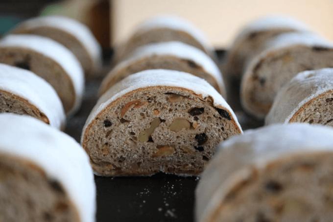 国産小麦と天然酵母を使った「タロー屋」のコウボパン1