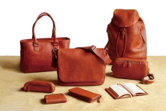 クリスマス限定。暖炉を囲む空気やプレゼントのワクワク感を表現した「土屋鞄製造所」の革製品
