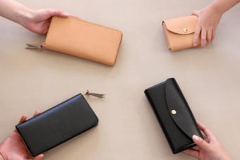 好みに合わせて姿を変える。簡単にカバーを付け替えられる「uとto」の革財布