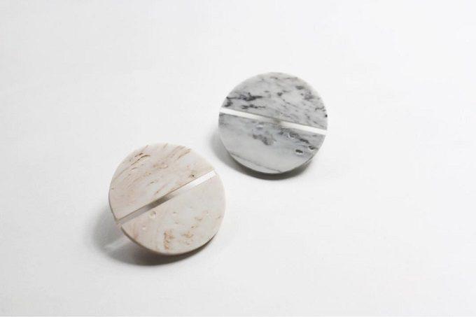 「akari」の、乳白色がやさしげな白磁のアクセサリー