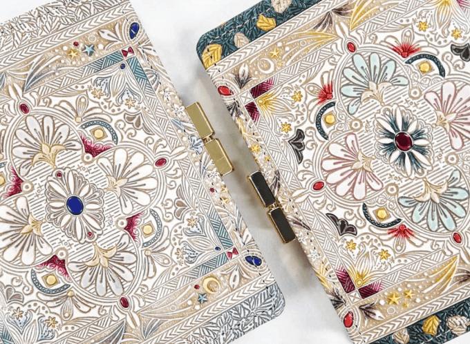 春におすすめ、「文庫屋大関」の華やかな柄の革財布