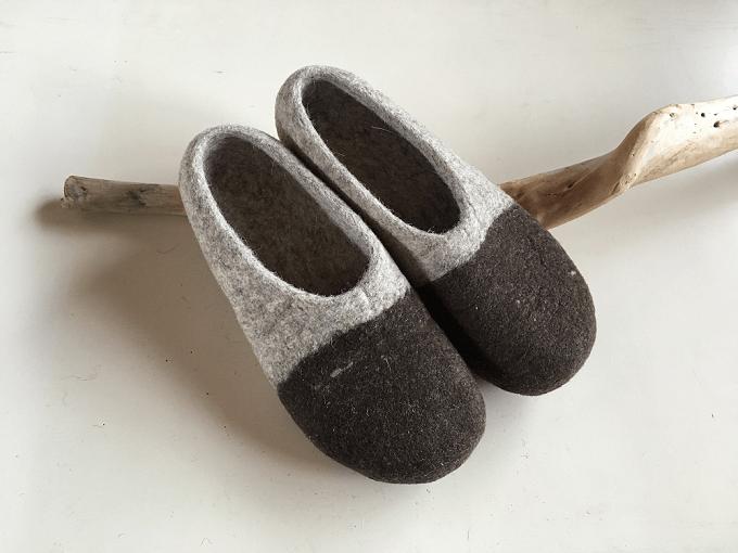 羊毛フェルト100%の「チェベル」のバイカラーのルームシューズ