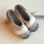 冷え性に悩む方へ。羊毛フェルト100%で暖かく足を包み込む「チェベル」のルームシューズ