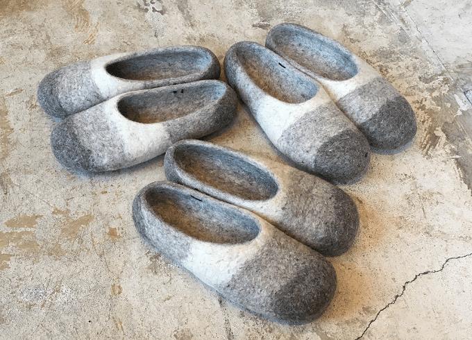 羊毛フェルト100%の「チェベル」のボーダーのルームシューズ3足