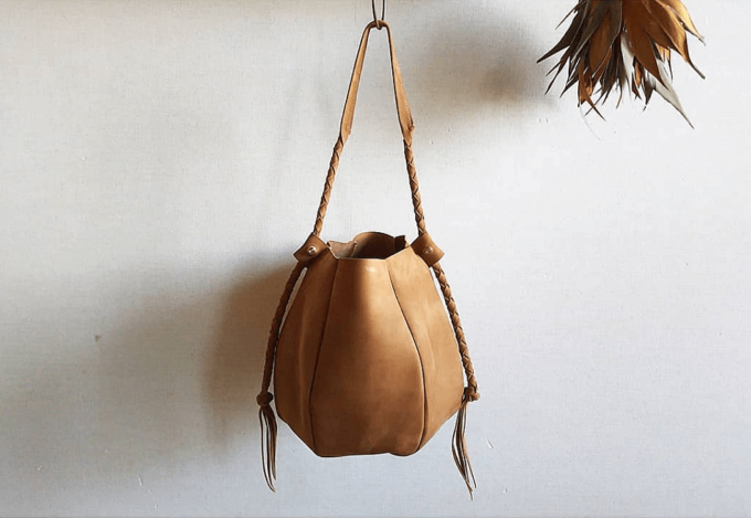 大人女子におすすめの「Chiihao」の革のショルダーバッグ、「seau bag」