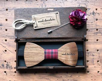 男性へのギフトに。木の温もりが感じられる「wood chocolate」の蝶ネクタイ