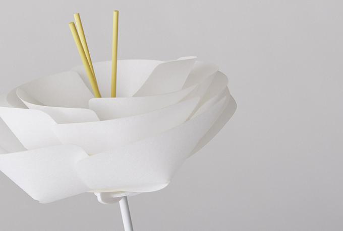 和紙でできたアロマディフューザー「FLOWER DIFFUSER」