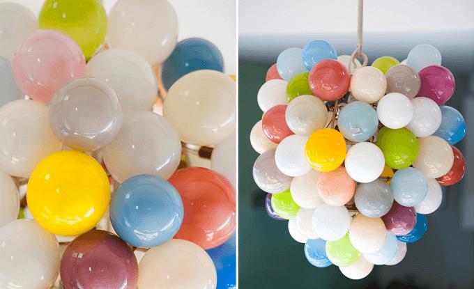 ガラス作家・イイノナホさんのカラフルなシャンデリア「Balloons」