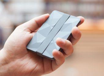 ポケットの中がすっきり整う。小物や名刺入れにもなるミニ財布「Keri wallet」