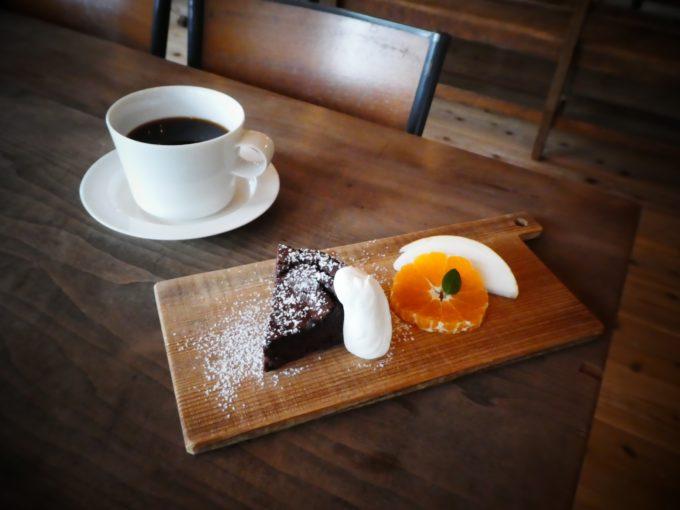 糸島の「おやつと雑貨、くらすこと」のおすすめメニュー、ケーキセット