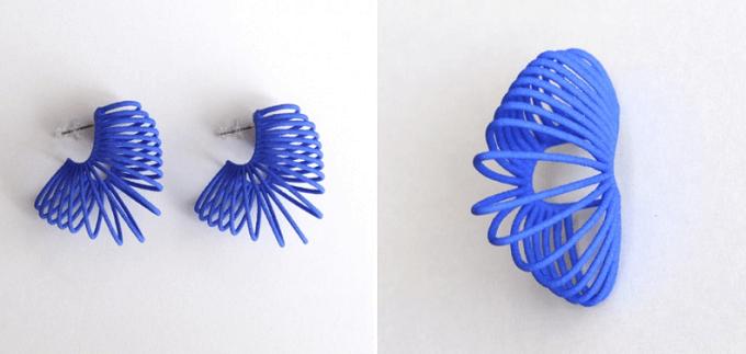 3Dプリントで作った「monocircus(モノサーカス)」のブルーのピアス