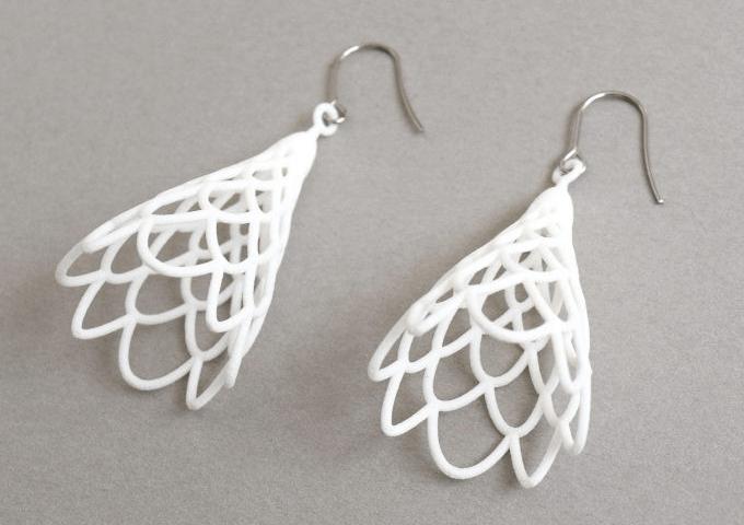 3Dプリントで作った「monocircus(モノサーカス)」の白のピアス