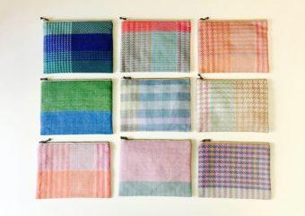 いくつもの色に目を奪われる。「nagamori chika」の手織り布を使ったカラフルポーチ