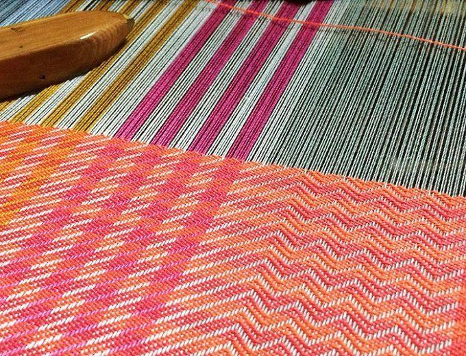「nagamori chika」の手織り布の制作過程