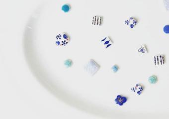 七窯社の「やきものアクセサリー」。日々のおしゃれに優しい「タイル」の彩りを