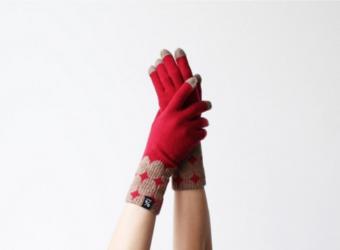 手仕事ならではの温かく柔らかな手触り。目を引く2色のデザインが楽しい「%」の手袋