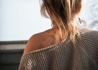 女性らしい華奢な後ろ姿に。肩甲骨を効果的に動かして背中を引き締めるエクササイズ<2選>