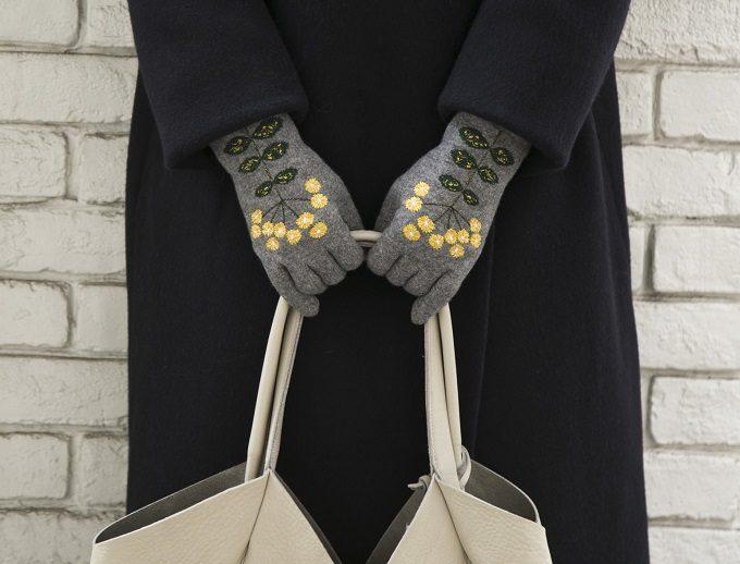 繊細な刺繍が魅力の「STYLE STORE×安原ちひろさん」の大人可愛い手袋、小菊柄グレー