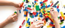 レゴブロックで遊んでいるところ