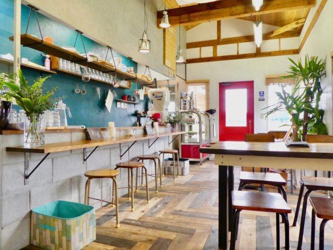 糸島にある「あまおう」農家直営のいちご専門カフェ「いちごや cafe TANNAL」の店内写真