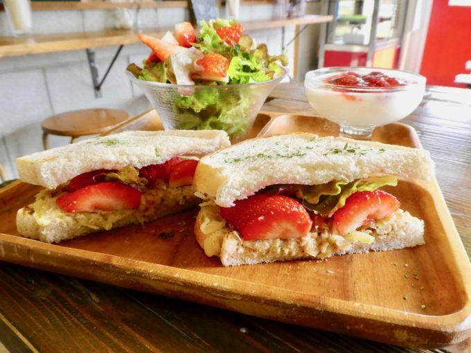 島にある「あまおう」農家直営のいちご専門カフェ「いちごや cafe TANNAL」のおすすめメニュー、サンドイッチ