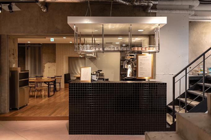 東京の六本木にある本屋「文喫」の店内にある喫茶室