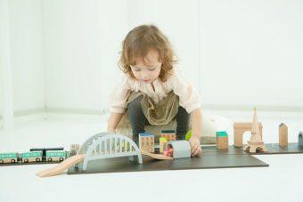 想像力で遊び方がどんどん広がる。おしゃれなデザインも魅力の「kiko+」の木製おもちゃ