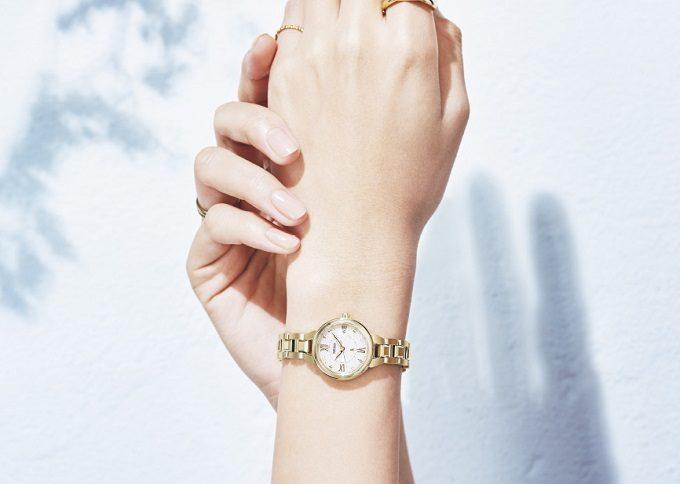 セイコー「LUKIA」の新色ソーラー電波腕時計の着画3