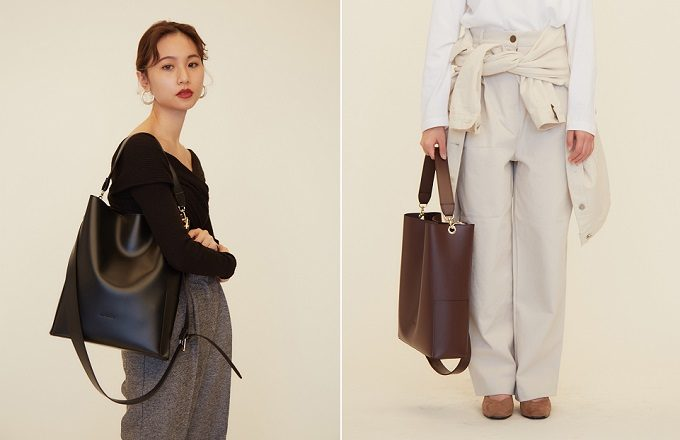シンプルで上品な「RANDEBOO(ランデブー)」のトートバッグ「bucket bag」の持ち方の例