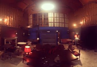 築90年の米蔵をリノベーション。毎週土曜日には映画が上映される喫茶室「レガロビズ」