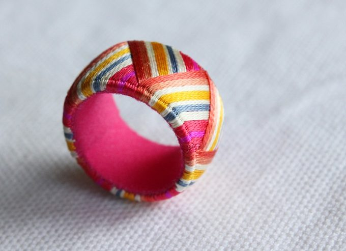 ピンクの「thread jewelry Ricca(スレッドジュエリーリッカ)」の加賀ゆびぬきリング