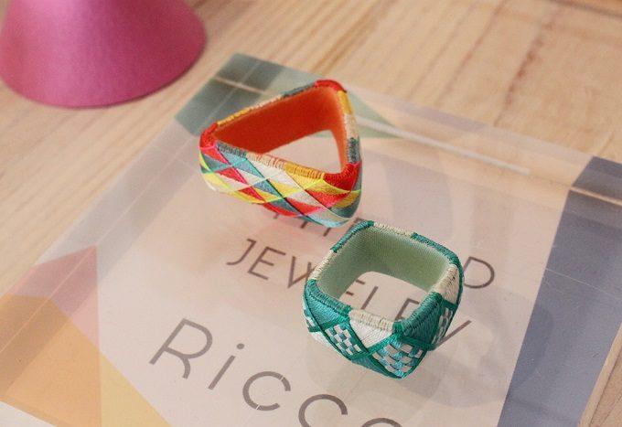 色鮮やかな「thread jewelry Ricca(スレッドジュエリーリッカ)」の多角形の加賀ゆびぬきリング