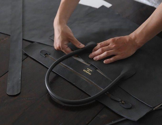 「SHOJIFUJITA(ショウジフジタ)」のシンプルな本革ハンドバッグ制作工程