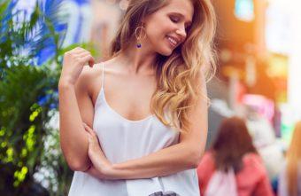 いつまでも美しくあるために。「老け胸」を予防する毎日1分の胸元ケア