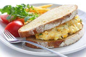 実は奥が深い卵サンドの世界。試したくなるレシピ本「卵とパンの組み立て方」が発売