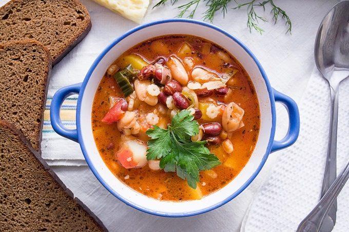 器に入ったスープ