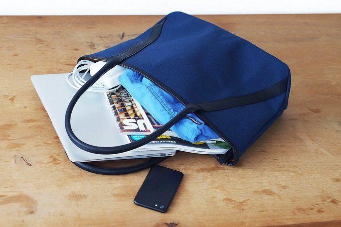 「TAKEYARI」の極厚2号帆布を使ったブルーのトートバッグ