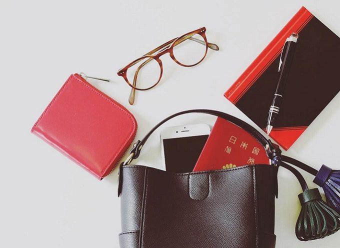 シンプルで上品な「TAM」のミニ財布とハンドバッグ