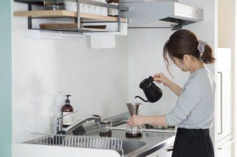 小さくても快適。一人暮らしのミニマムなキッチンでも上手に収納する方法とは?