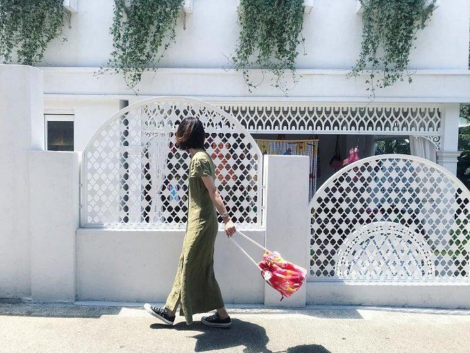 「HOLLY GRANT PATTERN(ホリーグラントパターン)」の巾着バッグ、コーディネート例2