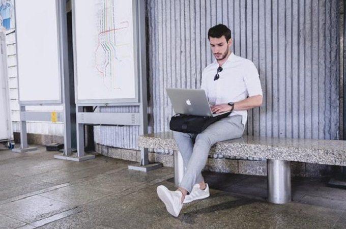 机代わりにもなる、ノートパソコンの持ち歩きにおすすめのバックパック「LIO」