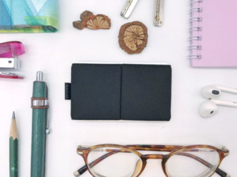 たったの14g。小さくて軽いのに必要なものをきちんと収めるミニ財布「ニルウォレット」