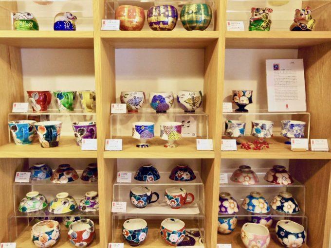 石川県内の伝統工芸品のセレクトショップ「能加万菜 THE SHOP 東山(のうかばんざい)」の店内写真