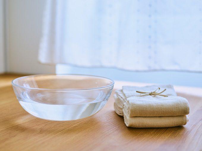 スキンケアに使う水とタオル