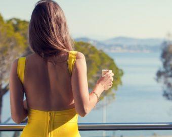 女性らしい華奢な後ろ姿を手に入れる。背中美人へと導く3つのエクササイズ