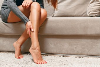 春のスカートが似合う、ひざ下美人に。足首をほぐしてスッキリとしたふくらはぎを目指そう