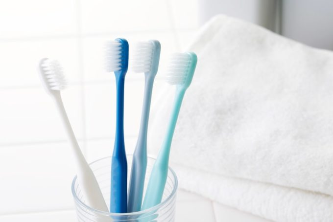 排水溝のパイプ掃除に役立つ歯ブラシ