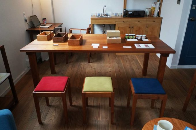 清澄白河のオーダー家具のショールーム「アオゾラカグシキ會社」のスツール