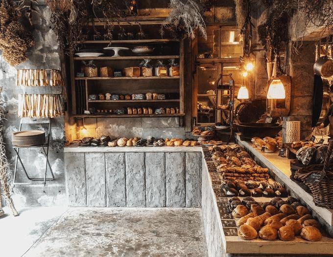福岡県福岡市にあるパン屋さん「amam dacotan(アマム ダコタン)」の店内写真1