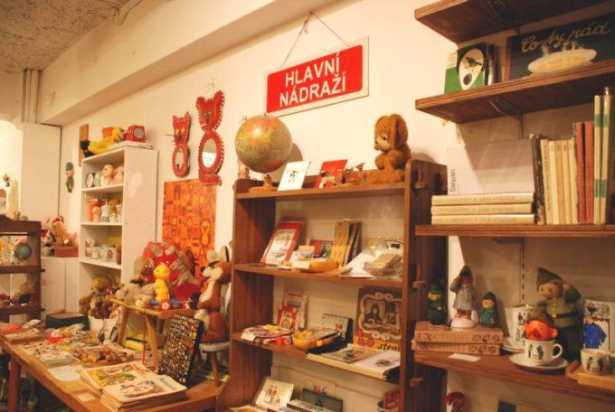 浅草にあるチェコの絵本・雑貨の店「チェドックザッカストア」の店内写真3